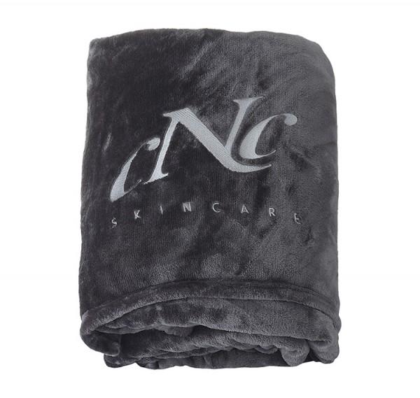 Flauschdecke mit CNC-Bestickung
